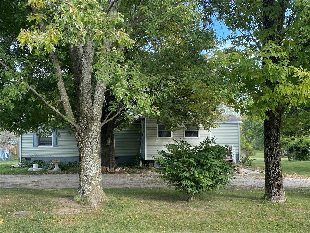 4725 SE Cayuga Drive Property Photo - Lathrop, MO real estate listing