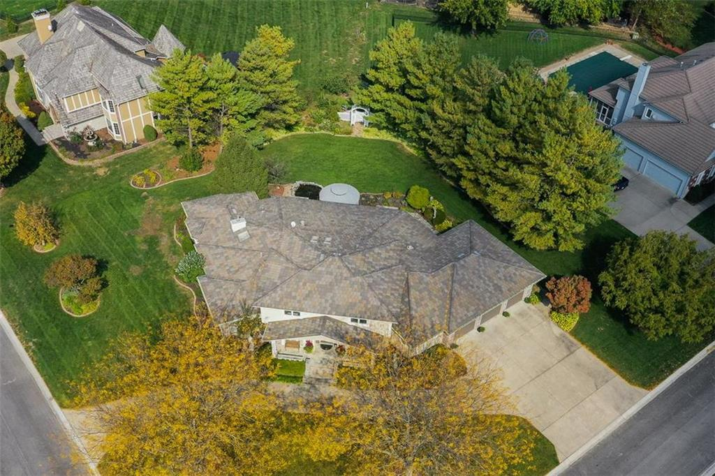 1800 SW Fountain Drive Property Photo - Lee's Summit, MO real estate listing