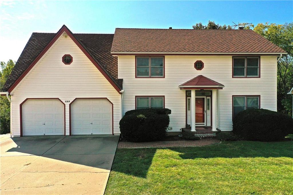 135 Willow Drive Property Photo - Lansing, KS real estate listing