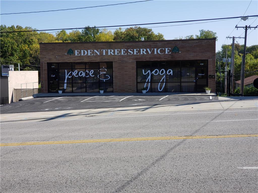4003 N Oak Trafficway Property Photo - Kansas City, MO real estate listing