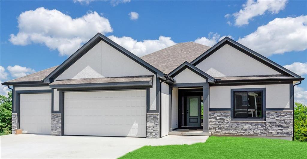 219 SW Eagles Ridge Drive Property Photo - Blue Springs, MO real estate listing
