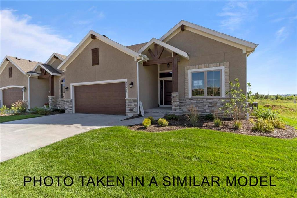 11671 S Deer Run Street Property Photo - Olathe, KS real estate listing