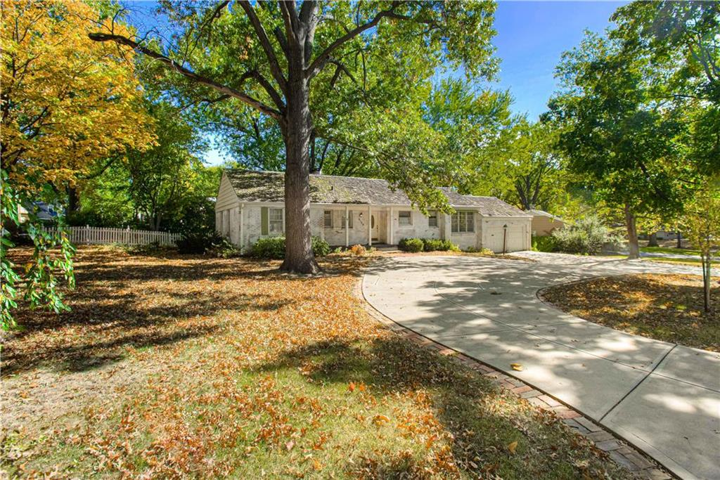 6123 Howe Drive Property Photo - Fairway, KS real estate listing