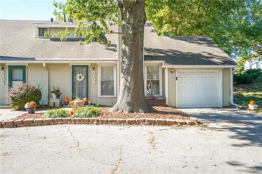5736 N London Avenue Property Photo
