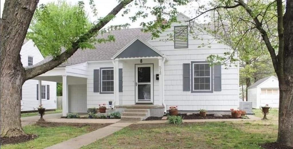 513 N Delaware Street Property Photo - Butler, MO real estate listing