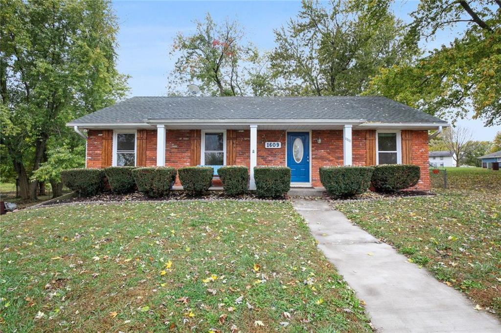 1609 W Concord Drive Property Photo - Plattsburg, MO real estate listing