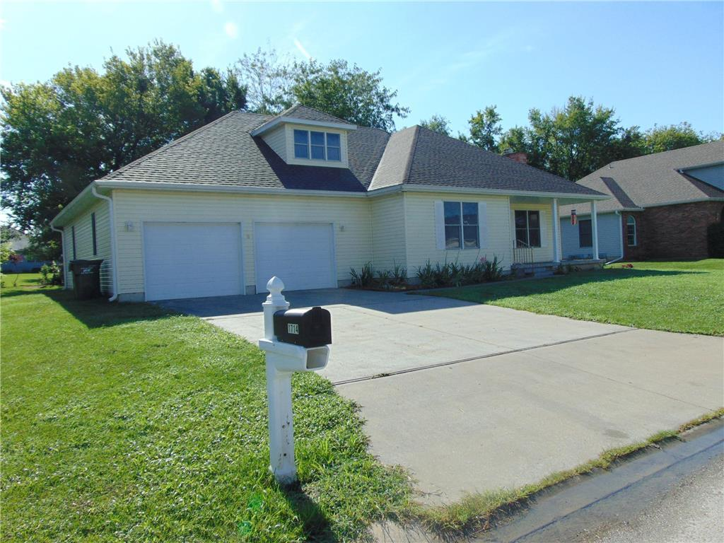 1714 Connor Lane Property Photo - Clinton, MO real estate listing