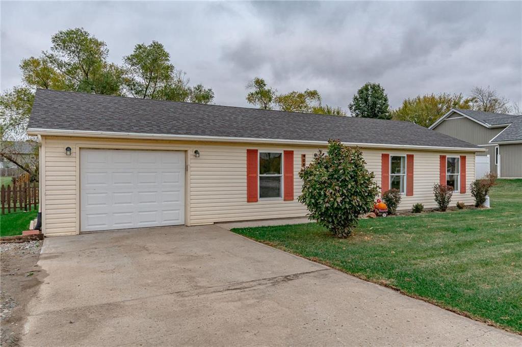 908 Short Street Property Photo - Lathrop, MO real estate listing
