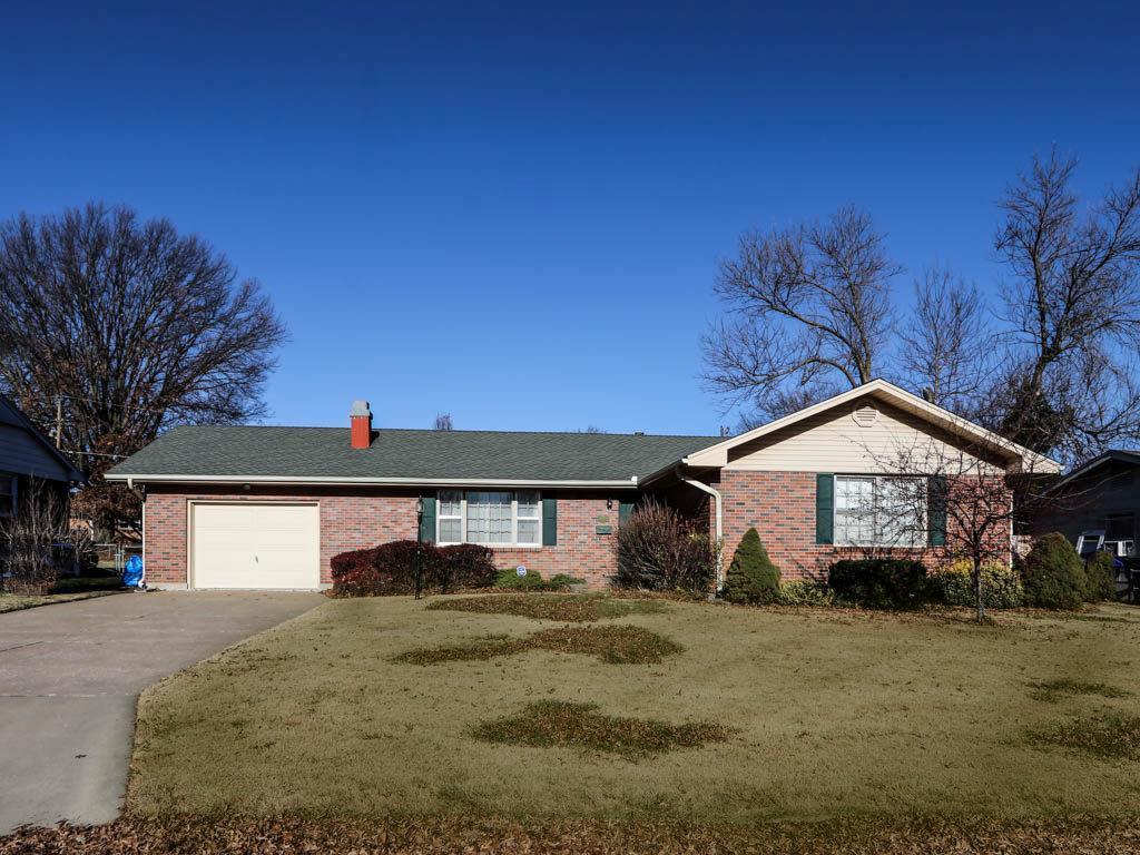 1000 Leone Avenue Property Photo - Sedalia, MO real estate listing