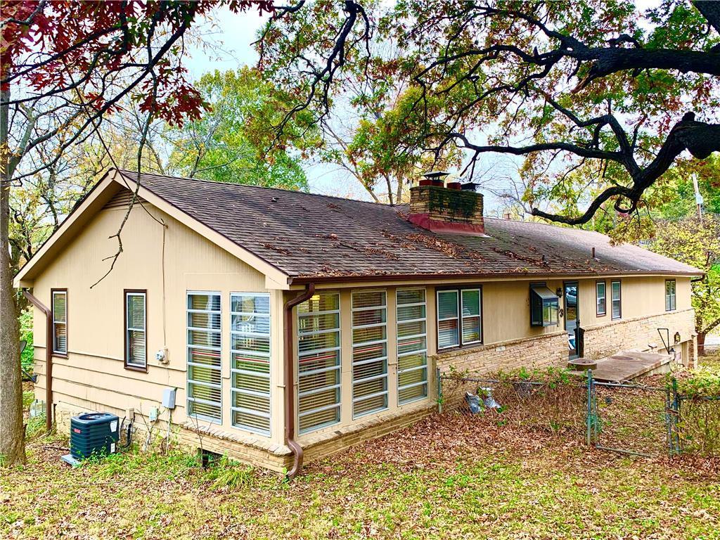 523 NW North Shore Drive Property Photo - Lake Waukomis, MO real estate listing