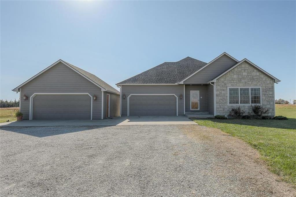 4324 Thomas Road Property Photo - Wellsville, KS real estate listing