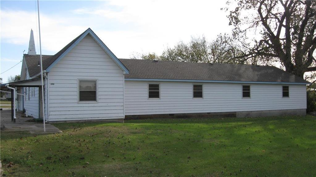300 Park Road Property Photo - Garnett, KS real estate listing
