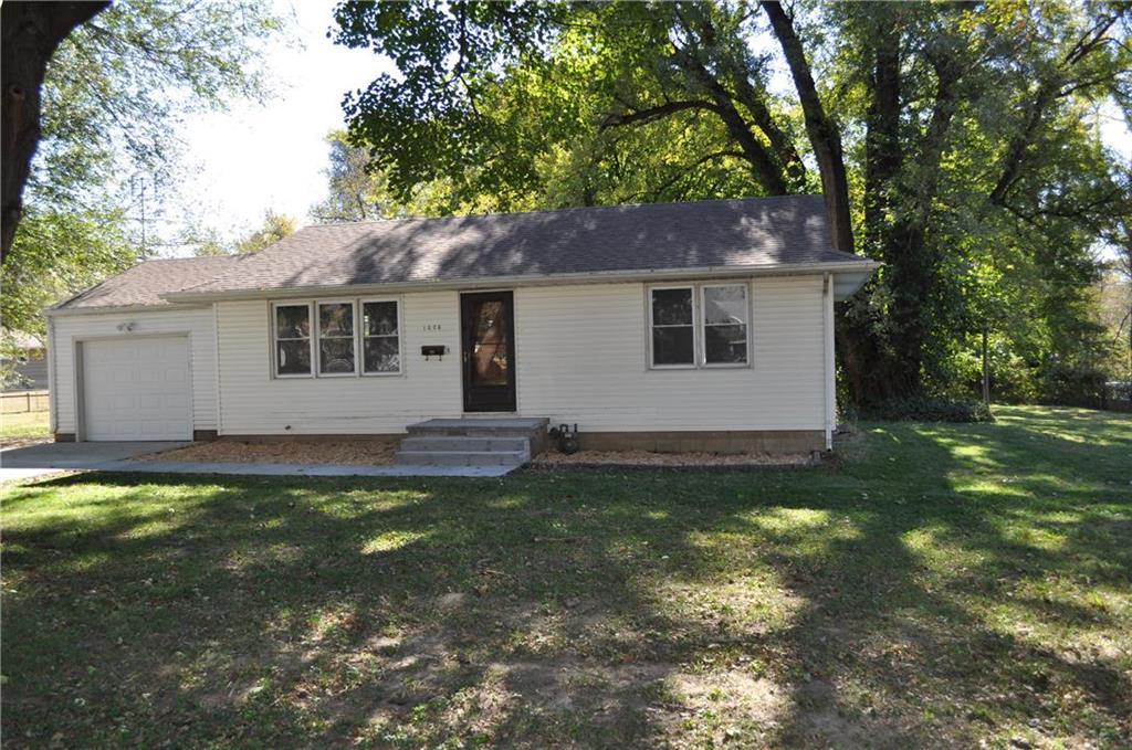 1008 Garden Street Property Photo - St Joseph, MO real estate listing