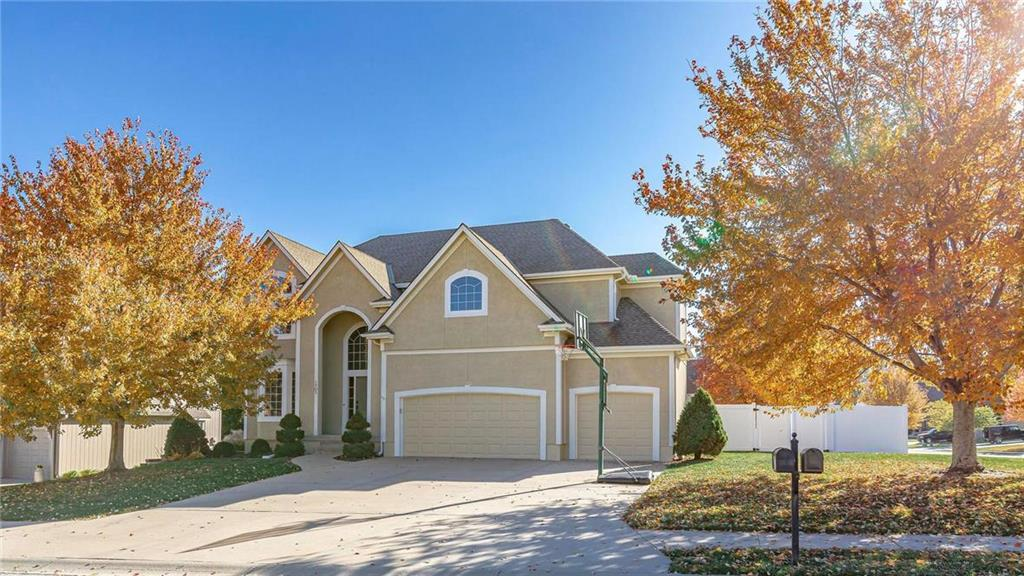 1702 NE Kestral Drive Property Photo - Blue Springs, MO real estate listing