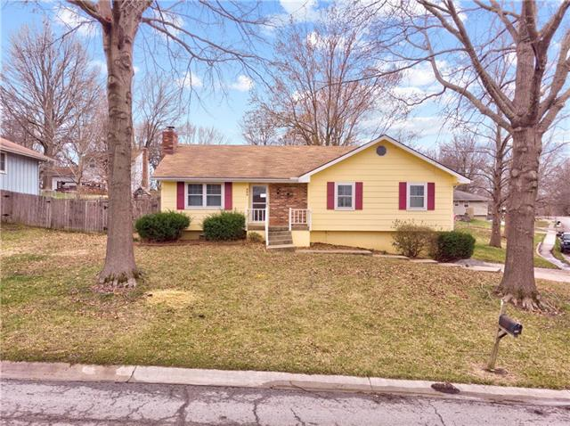 600 SE Gingerbread Lane Property Photo - Blue Springs, MO real estate listing