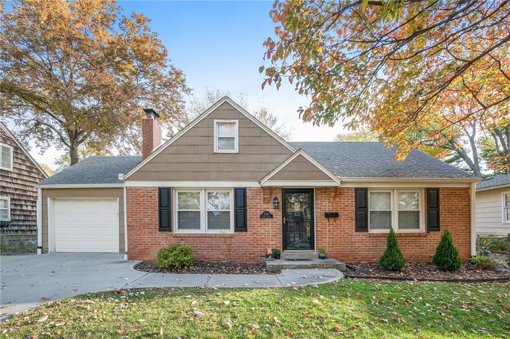 5239 Clark Drive Property Photo - Roeland Park, KS real estate listing