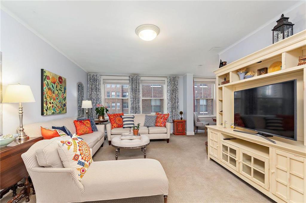 Hemingway Plaza East Cond Real Estate Listings Main Image