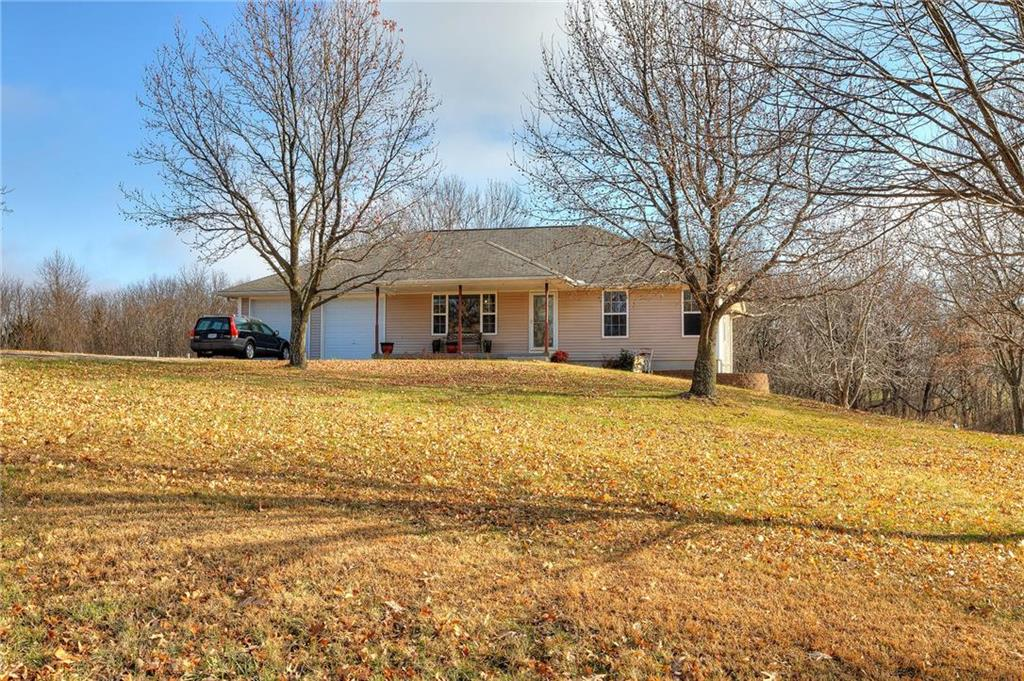 15901 Lakeshore Drive Property Photo - Smithville, MO real estate listing
