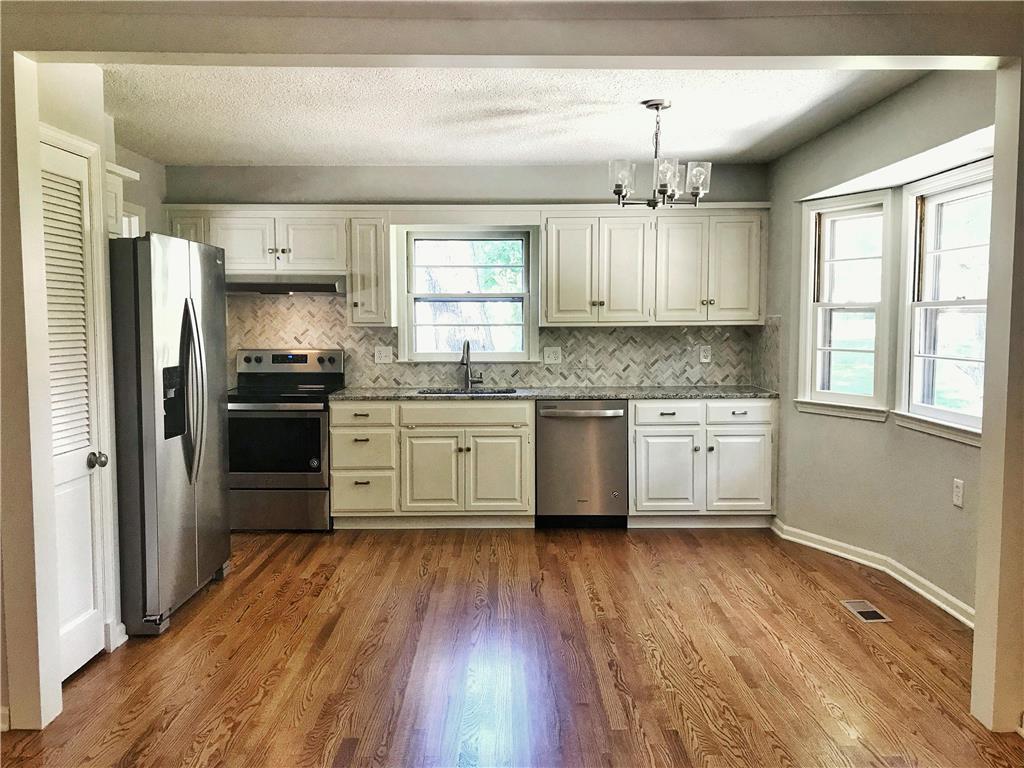 9827 Knox Drive Property Photo - Overland Park, KS real estate listing