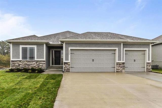 217 SW Davenport Drive Property Photo - Blue Springs, MO real estate listing