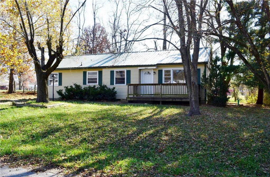 7 S Circle Drive Property Photo - Windsor, MO real estate listing