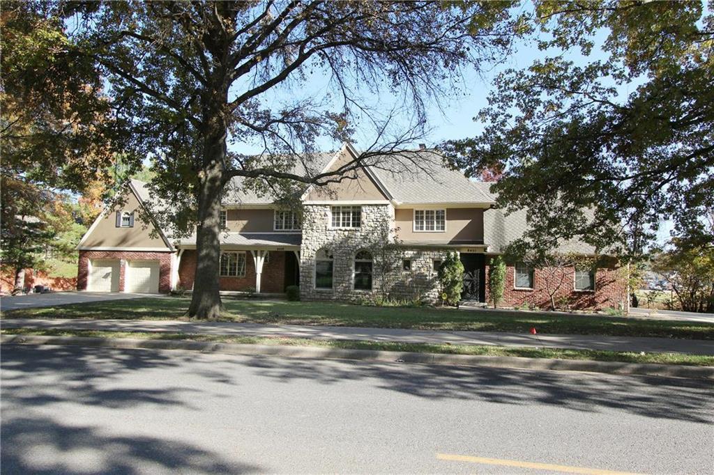 8451 Somerset Drive Property Photo