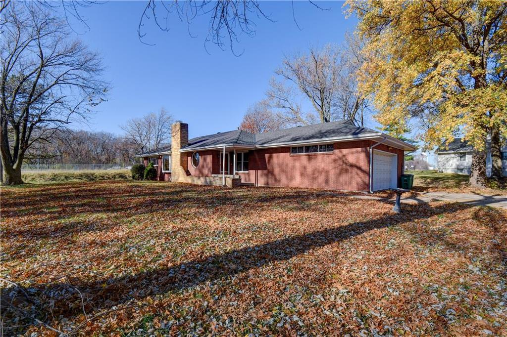 6103 NW Osage Drive Property Photo - Platte Woods, MO real estate listing
