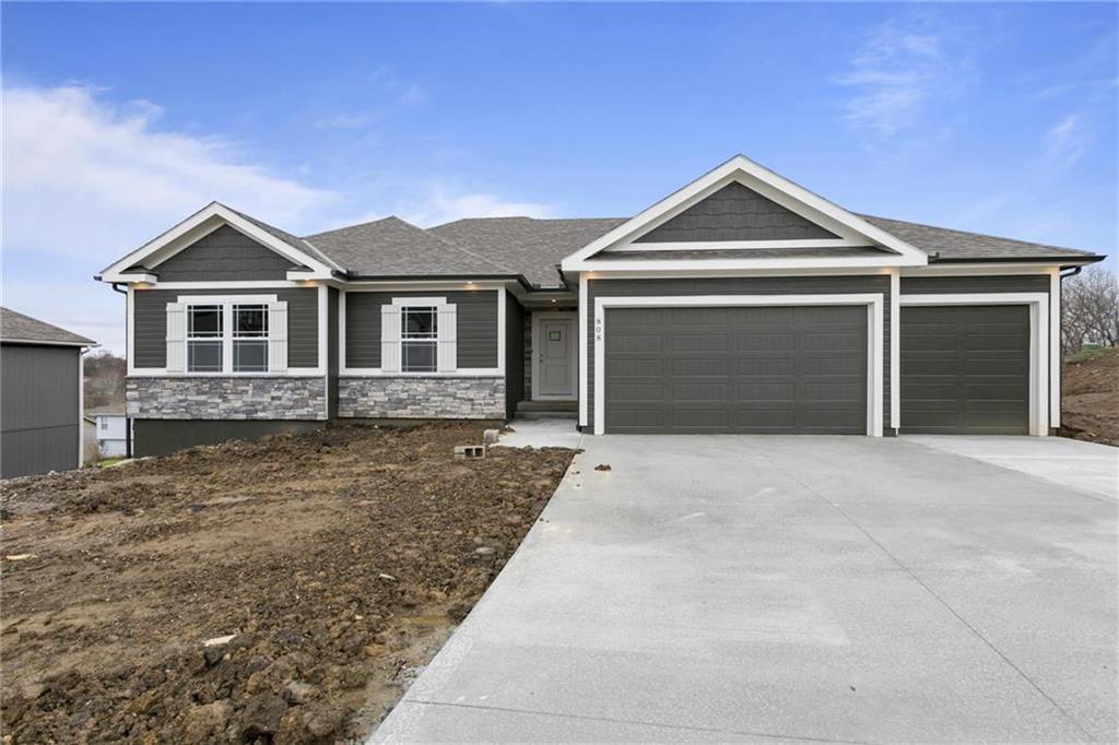 2317 NE Andromada Court Property Photo - Blue Springs, MO real estate listing