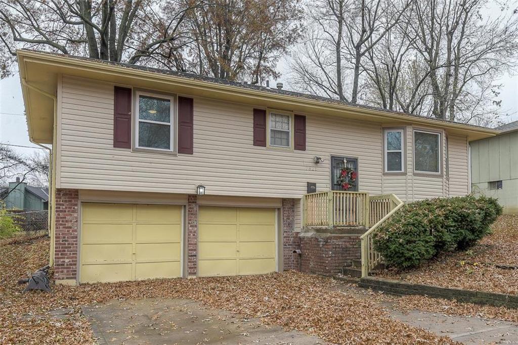 7821 E 103rd Terrace Property Photo - Kansas City, MO real estate listing
