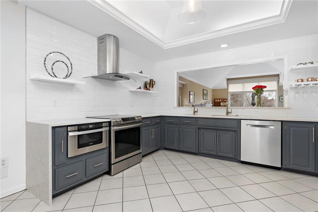 Hawthorne Terrace Real Estate Listings Main Image