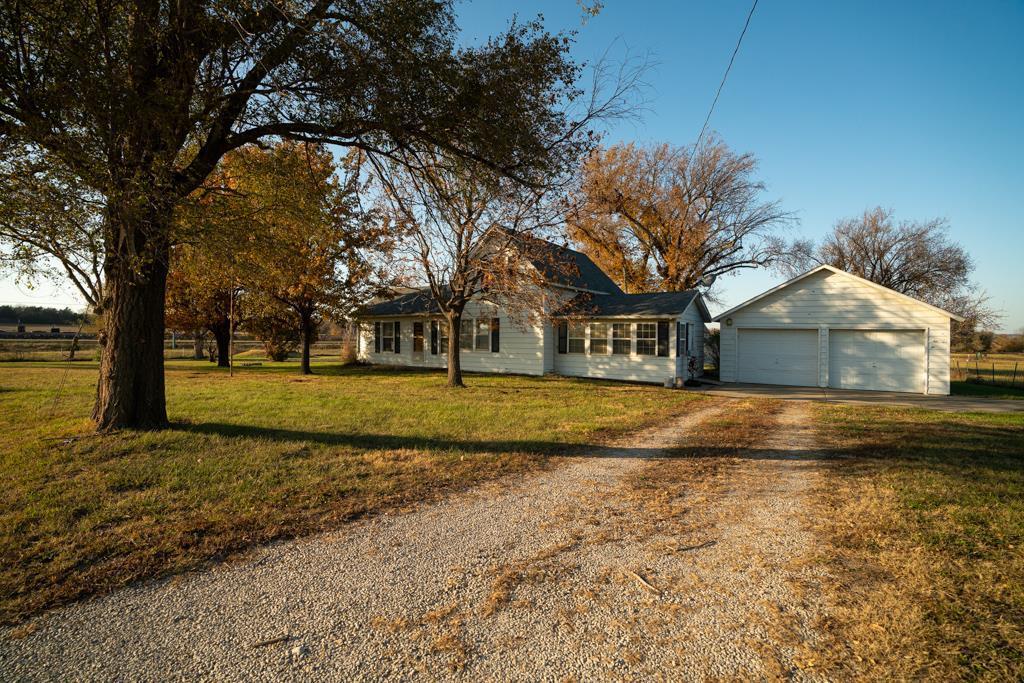27073 NE 1900 Road Property Photo - Garnett, KS real estate listing