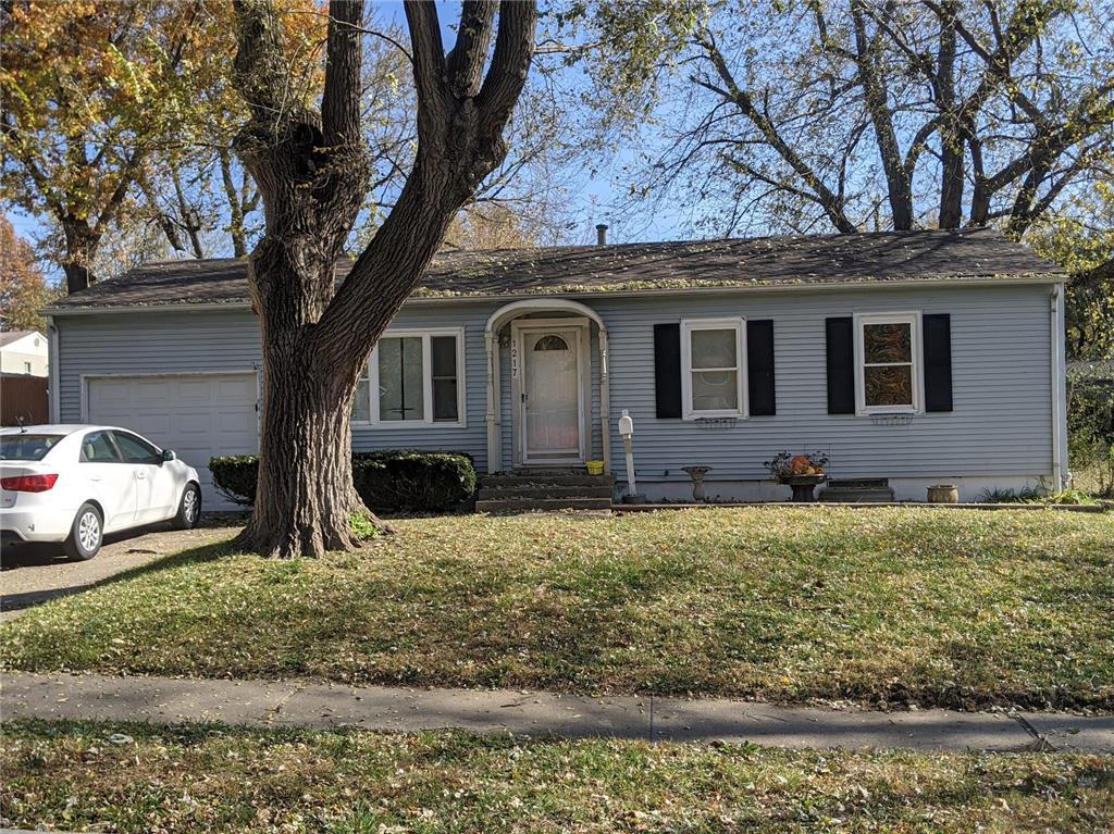 1217 N Cedar Crest Drive Property Photo - Independence, MO real estate listing