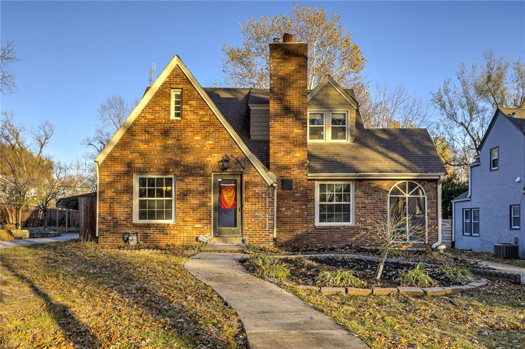 7611 Oak Street Property Photo