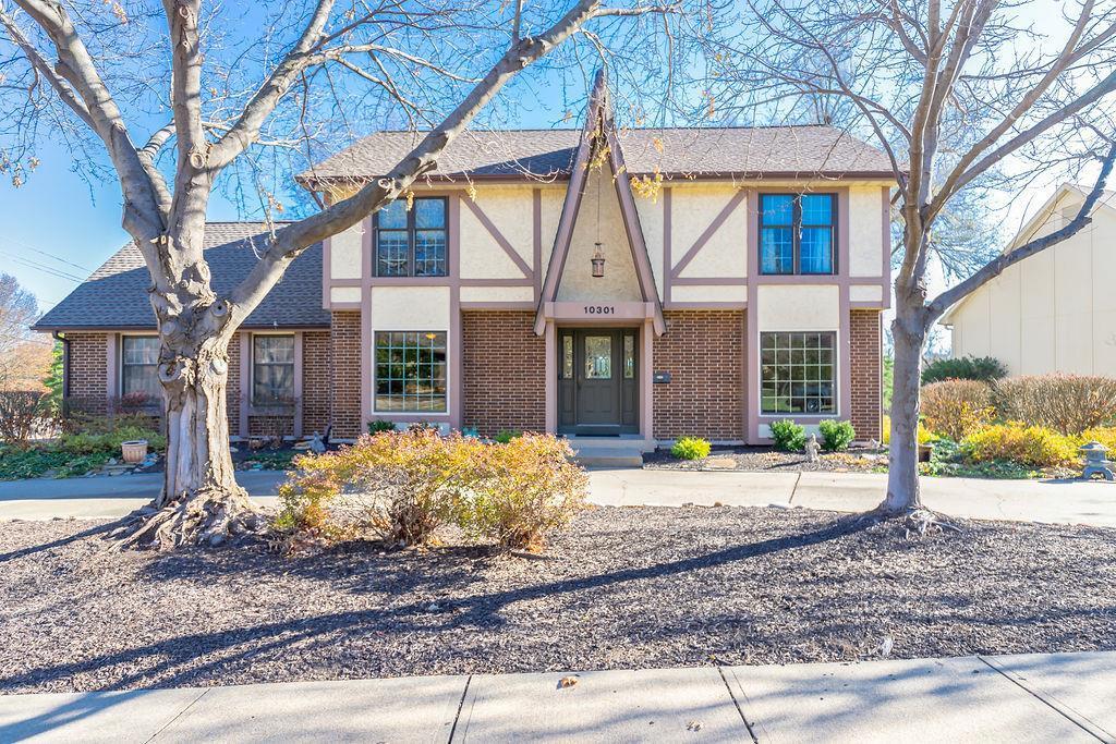 10301 Grant Lane Property Photo - Overland Park, KS real estate listing