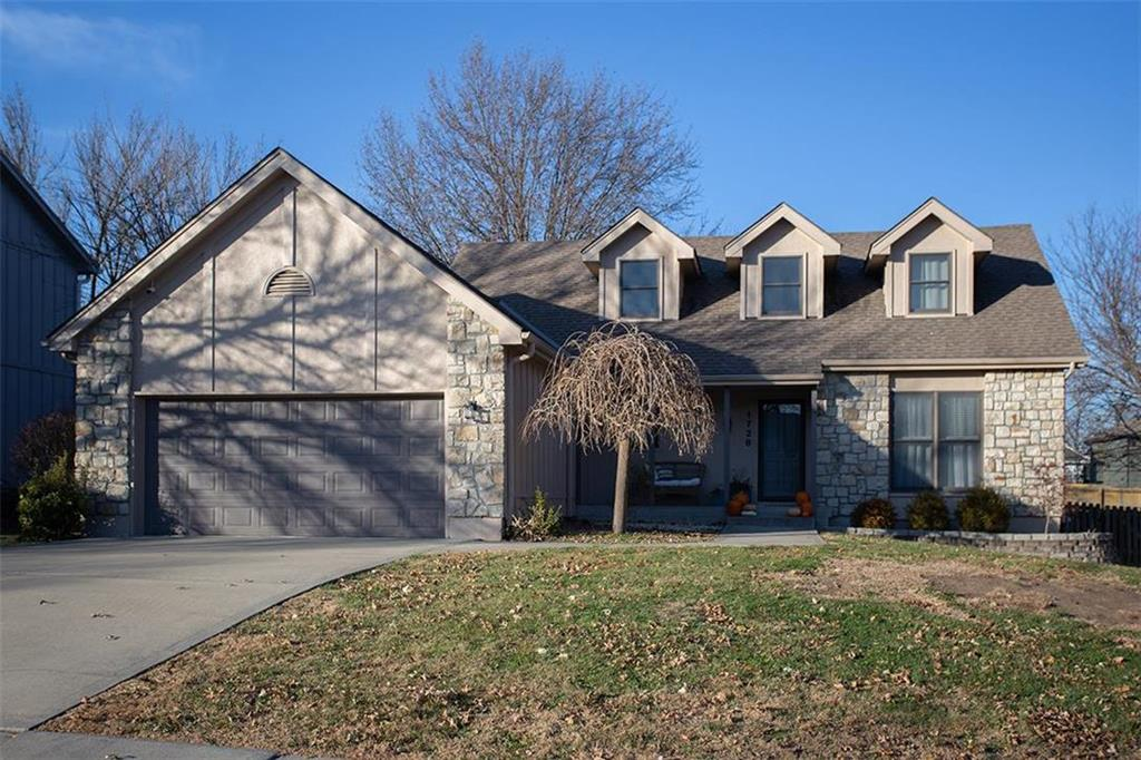 1728 NE Misty Lane Property Photo - Lee's Summit, MO real estate listing
