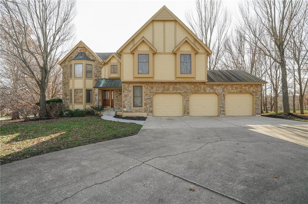 9717 S Timber Meadows Drive Property Photo - Lee's Summit, MO real estate listing