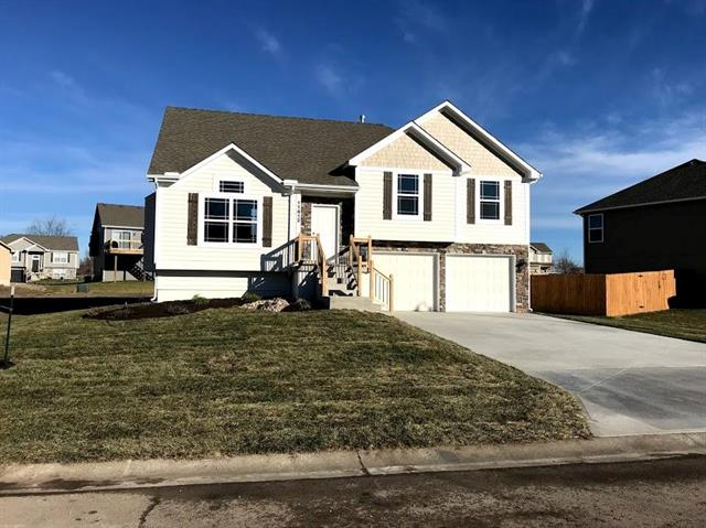20700 Copper Creek Drive Property Photo - Peculiar, MO real estate listing