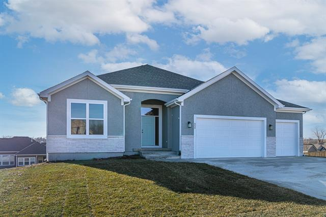 1814 Garden Parkway Property Photo - Basehor, KS real estate listing