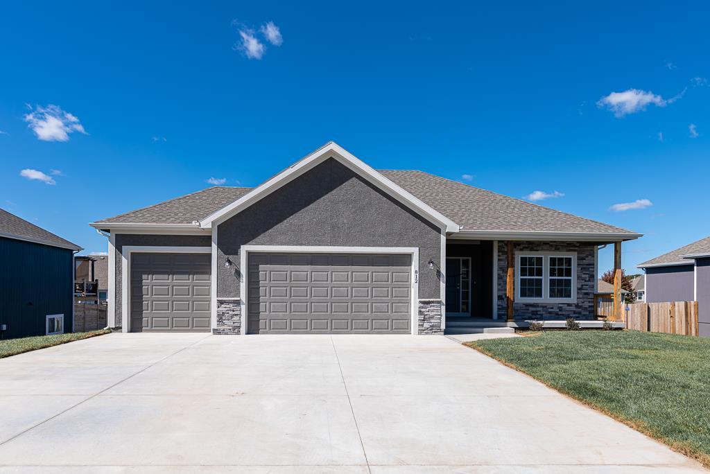 1810 Garden Parkway Property Photo - Basehor, KS real estate listing