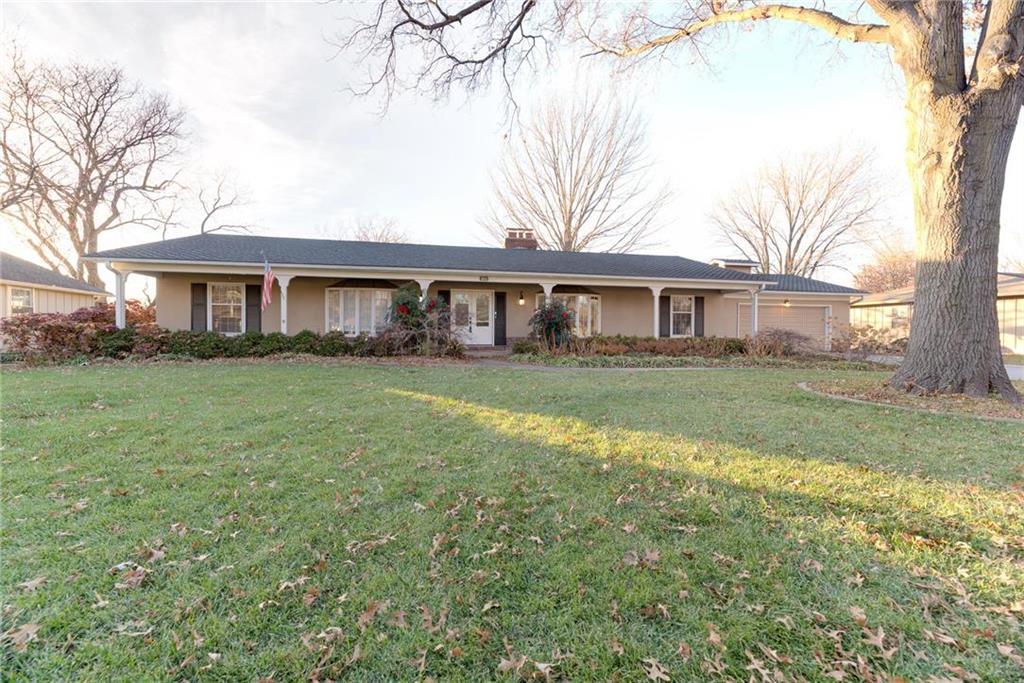 10010 El Monte Street Property Photo - Overland Park, KS real estate listing