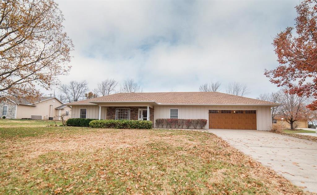 2 Country Club Lane Property Photo - Garnett, KS real estate listing