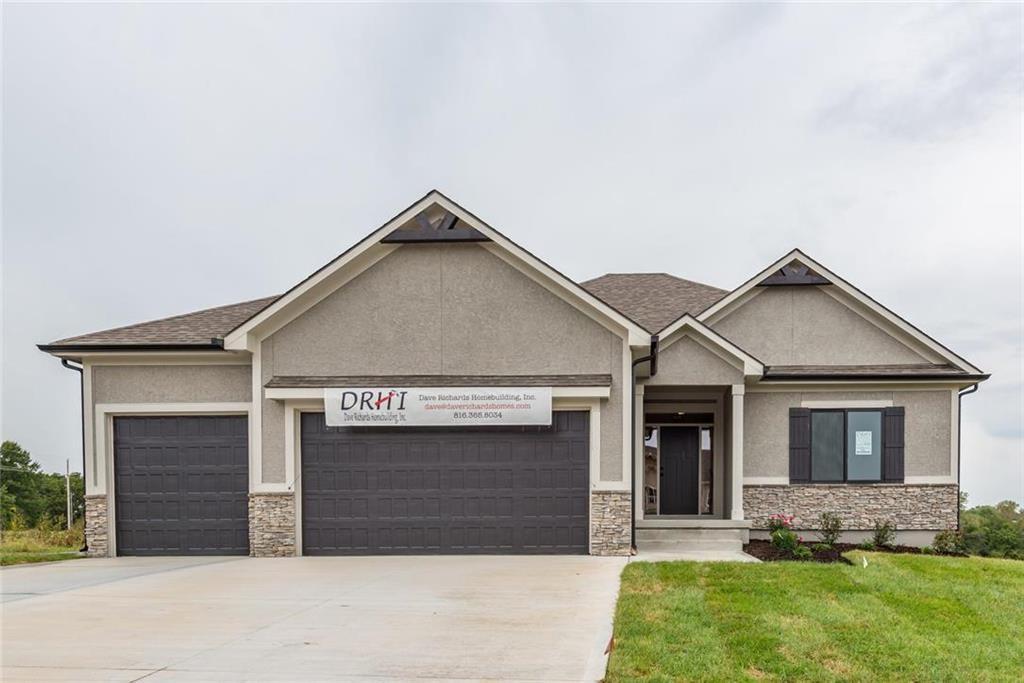 1804 NE Sparta Drive Property Photo - Blue Springs, MO real estate listing
