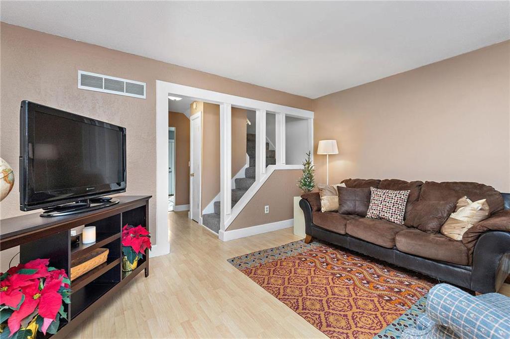 10021 W 52nd Street Property Photo - Merriam, KS real estate listing