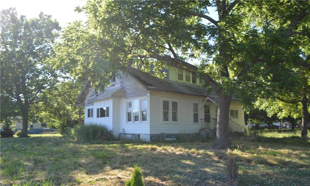 302 Charles Street Property Photo - Bronson, KS real estate listing