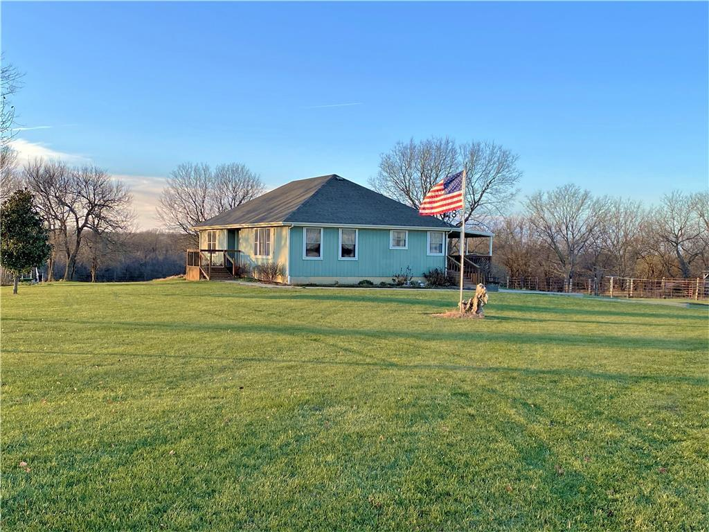1369 NW 1000 Road Property Photo - Urich, MO real estate listing