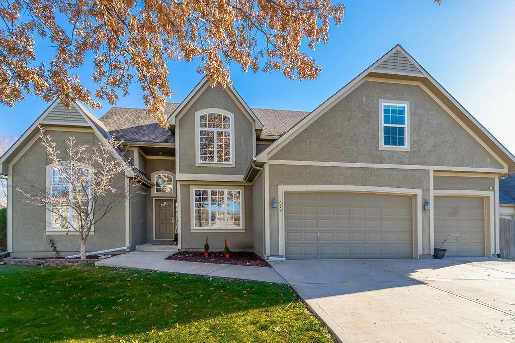 619 Roanke Drive Property Photo - Raymore, MO real estate listing