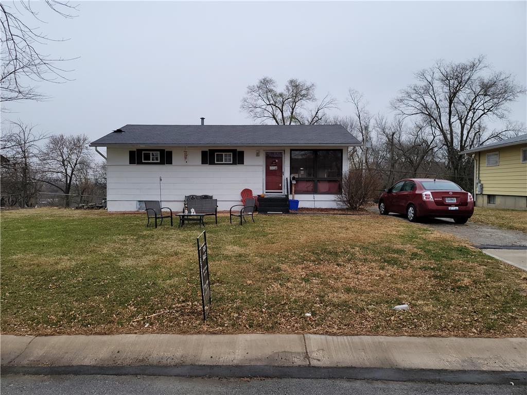 7504 E 49 Terrace Property Photo - Kansas City, MO real estate listing