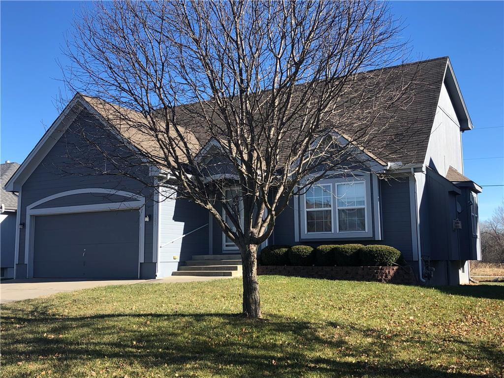 1305 S Osage Village Court Property Photo - Independence, MO real estate listing