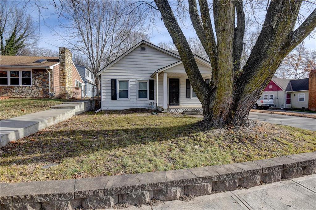 211 N 4th Street Property Photo - Edwardsville, KS real estate listing