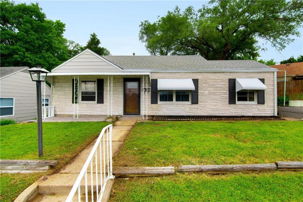 4702 Shawnee Drive Property Photo - Kansas City, KS real estate listing